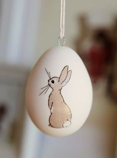 40 Beautiful Easter Table Decoration Ideas You won't locate them in that the Bible, but most cherished Easter customs have been in existence for centuries. The most notable royal symbol of… easter images Hoppy Easter, Easter Bunny, Easter Eggs, Egg Crafts, Easter Crafts, Easter Ideas, Idees Cate, Easter Drawings, Diy Ostern