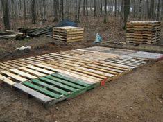 The Best DIY Wood and Pallet Ideas: Cómo construir un deck paso a paso con palets Pallet Decking, Pallet Shed, Pallet House, Pallet Fence, Pallet Greenhouse, Pallet Barn, Outdoor Pallet, Pallet Building, Shed Building Plans