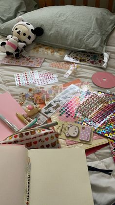 Cute Stationary, Journal Aesthetic, Scrapbook Journal, Pink Aesthetic, Aesthetic Pictures, Aesthetic Wallpapers, Back To School, Stationery, Artsy