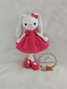 🐻 Conheça os Amigurumi! Aprenda a fazer hoje mesmo. São + de 450 Receitas de Bichinhos de Crochê com Passo a - craftIdea.org Diy Crochet And Knitting, Crochet Toys, Hello Kitty, Sewing Projects, Bunny, Character, Rabbits, Craft Ideas, Step By Step