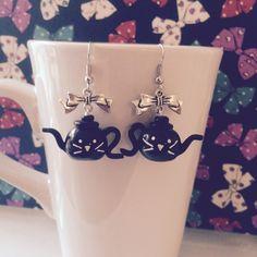 Boucles d'oreilles mes petites théières chat noir - création par Tea For You #fimo #théière #chat