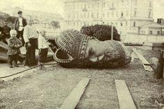Дети на демонтаже статуи Александра III в Москве 1918г.