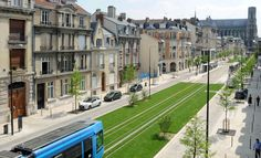 Richez Associés | le tramway de Reims Amazing Architecture, Landscape Architecture, Transport Hub, Eco City, Tramway, Reims, Light Rail, Parcs, Civil Engineering