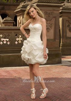 Sweetheart Ivory Organza Wedding Dress with Ruffled Balloon Skirt
