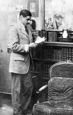 Boy Capel reading in his appartment (1911) #CocoChanel Visit espritdegabrielle.com | L'héritage de Coco Chanel #espritdegabrielle