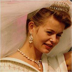 The Royal Order of Sartorial Splendor: Tiara Thursday: The Kent Diamond and Pearl Fringe Tiara