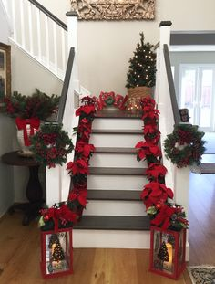 22 Beautiful Christmas Staircase Decor for Your Special Day Event Rose Gold Christmas Decorations, Christmas Staircase Decor, Farmhouse Christmas Decor, Xmas Decorations, Christmas Home, Christmas Holidays, Holiday Decor, Design Apartment, Christmas Interiors