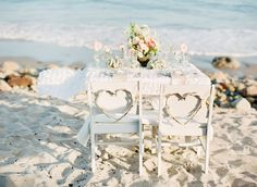 15 Sweet Wedding Wreath Ideas - Upcycled Treasures    THIS IS SOOO VINTAGE PRETTY TABLE FOR BRIDE AND GROOM. SIMPLE PRETTY WREATHS ON CHAIRS TOO.