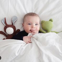 The end of the day is near. Time to crawl into bed with your favorite friends @hazelvillage @amandajanejones #ptbaby #toocute #nightnight