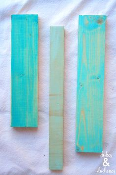 A simple technique to get a fabulous color washed effect on wood! Distressed Wood Furniture, Distressing Painted Wood, Diy Wood Projects, Wood Crafts, Furniture Projects, Color Washed Wood, Paint Furniture, Building Furniture, Furniture Design