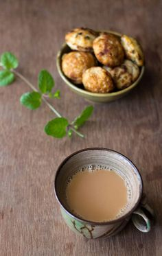 Mint Tea Recipe - Pudina Chai as it is called in India is light, aromatic and refreshing beverage. My first experience of having Mint Tea was at a friend's house. The Pudina Chai was made by Milk Tea Recipes, Drink Recipes, Cake Recipes, Masala Powder Recipe, Tulsi Tea, Masala Tea, Chai Recipe, Tea Powder, Types Of Tea