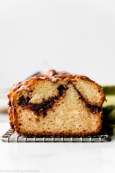 Deliciously moist and soft quick bread with an extra thick cinnamon swirl layer inside, crunchy cinnamon sugar topping, and vanilla icing. Recipe on sallysbakingaddiction.com Breakfast Cake, Breakfast Dishes, Breakfast Recipes, Dessert Recipes, Brunch Recipes, Breakfast Ideas, Quick Bread Recipes, Baking Recipes, Scone Recipes