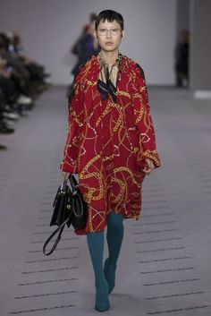 Balenciaga Autumn/Winter 2017 Ready to Wear Collection | British Vogue
