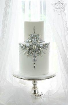 wedding cake with edible brooch