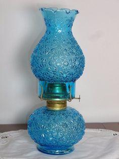L E SMITH COLONIAL BLUE DAISY & BUTTONS OIL LAMP