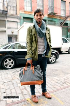 How to Wear a Dark Green Military Jacket For Men looks & outfits) Fashion Moda, Look Fashion, Autumn Fashion, Mens Fashion, Fashion Menswear, Street Fashion, Guy Fashion, Street Style Vintage, Herren Style