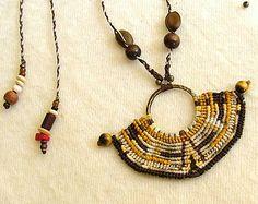 Collar de macrame estilo americano nativo de OOAK, abalorios con cuentas de ojo de tigre y semillas naturales