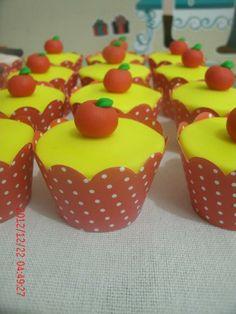Cupcakes Branca de Neve by Neia Lucin
