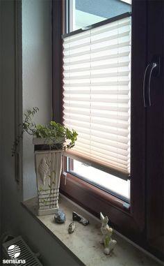 sensuna® Sichtschutz Plissee nach Maß am Wohnzimmer Fenster - ein Kundenfoto / sensuna® customized pleated blind on the window of the living room - customerphoto