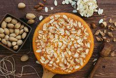 کیک بادام بلژیکی از محصولات کره ای کیک خونه است که استفاده از کره در این محصول موجب لطافت و نرمی بافت اسفنجی آن می شود. کیک بادام سایز بزرگ دایره ای به قطر ۲۵ سانتی متر و وزن حدود یک کیلوگرم و مناسب برای ۸ الی ۱۰ نفر است. کیک بادام سایز مینی دایره ای به قطر ۱۸ سانتی متر و وزن حدود نیم کیلوگرم و مناسب برای ۴ یا ۵ نفر است. Almond Cakes, Apple Pie, Fruit, Desserts, Food, Fashion, Tailgate Desserts, Moda, Deserts