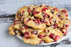 I'm addicted to cranberries and these cookies. They are sweet and sour, really moist and very very addictive. CRANBERRY WHITE CHOCOLATE OATMEAL COOKIES( makes 3 dozen) cup, room temperature unsalted butter Chocolate Christmas Cookies, White Chocolate Cranberry Cookies, Chocolate Oatmeal Cookies, Delicious Cookie Recipes, Yummy Cookies, Sweet Recipes, Fresh Cranberry Recipes, Cut Out Cookie Recipe, Fresh Cranberries