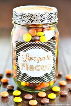 Check out these 130 easy DIY Mason Jar Crafts for Spring and Summer, and they will all make you think uniquely toward the old Mason jars! After a short tour of these DIY Mason jar crafts, you are just not going to end up the mason jars in dumpsters! Diy Father's Day Gifts Easy, Father's Day Diy, Diy Gifts, Diy Presents, Food Gifts, My Funny Valentine, Valentines Diy, Valentine Gifts Ideas, Printable Valentine