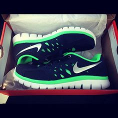 Love the green color! Couldnt get lost with these shoes! :)