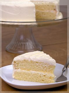 Lemon Cake: another fav of mine, but my moms is the best Lemon Desserts, Lemon Recipes, Just Desserts, Baking Recipes, Delicious Desserts, Cupcake Recipes, Dessert Recipes, Yummy Treats, Sweet Treats