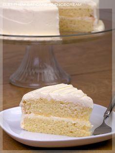 Lemon Cake: another fav of mine, but my moms is the best Lemon Desserts, Lemon Recipes, Just Desserts, Baking Recipes, Delicious Desserts, Yummy Treats, Sweet Treats, Cupcake Recipes, Cupcake Cakes