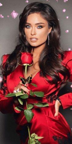 Beautiful Gif, Beautiful Girl Image, Beautiful Women, Flower Girl Photos, Jolie Lingerie, Lady In Red, Beauty Women, Amazing Women, Gifs