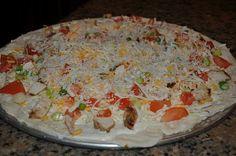 Gourmet Chicken Garlic Pizza (copycat Papa Murphy's) Tried this and it was prett. Chicken Garlic Pizza Recipe, Gourmet Chicken, Chicken Pizza, Chicken Recipes, Copycat Recipes, Pizza Recipes, Yummy Eats, Yummy Food, Parmesan Pizza
