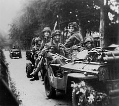 Opposite the Koude Herberg, Utrechtseweg Oosterbeek, september 1944. Airborne…pin by Paolo Marzioli