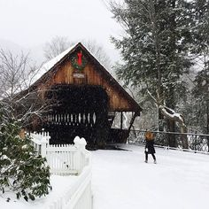 Good morning, everyone! Briana from @theyellownote here as we head into Day 2 of our takeover. The only thing better than waking up in Vermont? Waking up to SNOW in Vermont!