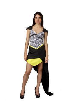Conjunto de falda de microfibra y top de lycra/microfibra de la diseñadora venezolana Bancy de la colección Powerosa