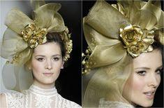 los tocados dorados y de gran tamaño usados por la cultura bizantina para demostrar el poder.
