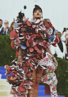 Rihanna attends the 'Rei Kawakubo/Comme des Garcons: Art Of The In-Between' Costume Institute Benefit Gala at the Metropolitan Museum of Art on May 2017 in New York City. Casa Pop, Caribbean Queen, Rihanna Fenty, Costume Institute, Haute Couture Fashion, Black Girl Magic, Ruffle Blouse, Celebs, Sexy