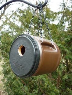 Coffee container birdhouse   http://www.etsy.com/shop/BirdShopCafe
