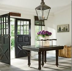 Something catches me here. I don't know if it is the brightness, or the double doors, or the table... I just like it.