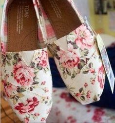 Style Her Pretty with Trending Toms Flats!! They are a Spring and Summer 2015 must have to complete so many in style looks!! Click to buy the best deal on Toms with StyleHerPretty.com xoxo Style Her Pretty -Repin it and Get $11.8/pair immediatly.