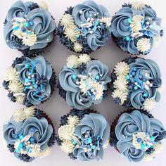 Blue Cupcakes, Pretty Cupcakes, Cake Piping, Blue Desserts, Swiss Meringue Buttercream, Fondant Icing, Cake Board, Pie Cake, Cupcake Ideas
