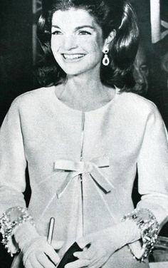 Her clothes and jewelry in this photo are impeccable. Just timeless. Jacqueline Kennedy, photo Steve Schapiro