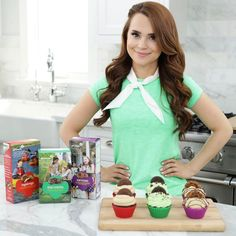 """11.6k Likes, 78 Comments - Rosanna  Pansino (@rosannapansino) on Instagram: """"I love @girlscouts cookies and wanted to make themed cupcake recipes! Link to the video in my bio!…"""""""