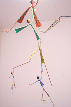 Una amiga se fue de viaje, un (eterno) mes ya sin vernos, dale nena, volvé que te extraño!!! Desafío Blad de octubre, iupiiii, particip... Wire Crafts, Diy And Crafts, Crafts For Kids, Arts And Crafts, Paper Crafts, Paper Dolls, Art Dolls, Mobile Art, Collaborative Art