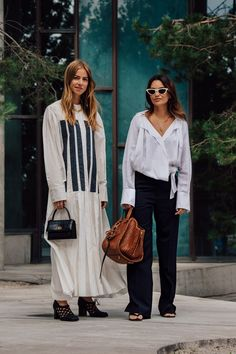 The best Copenhagen Fashion Week Street Style documented by Vogue's street style photographer Søren Jepsen. As ever, influencers and street style stars graced the pavements of Copenhagen Fashion Week with their finest looks. Paris Street Fashion, Street Style Fashion Week, Stockholm Fashion Week, Stockholm Street Style, Looks Street Style, London Fashion, Nyfw Street, York Street, Street Chic