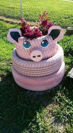 25 Creative DIY Garden Decoration Ideas Using Old Tires Diy Garden Projects, Garden Crafts, Diy Garden Decor, Garden Decorations, Garden Ideas, Pig Crafts, Garden Tips, Tire Craft, Painted Tires
