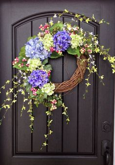 An original design by An Extraordinary Gift ©    Just absolutely stunning! This wreath gives off such a welcoming feel. I love the added