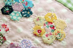 beauiful lil hexies and hand quilting