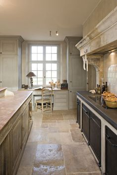 Such a beautiful & warm kitchen, even with all the stone - floor Warm Kitchen, Country Kitchen, New Kitchen, Kitchen Layout, Rustic Kitchen, Kitchen Island, Kitchen Ideas, Interior Exterior, Kitchen Interior