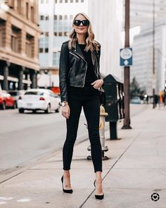 An effortless Friday night look - black top, black jeans, black pumps, and of course a black leather jacket. 😎 My exact jacket is Club… Fashion 2018, Work Fashion, Fashion Outfits, Womens Fashion, Jeans Fashion, Black Pumps Outfit, Outfits Leggins, Outfit Jeans, Fashion Jackson