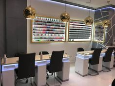 Nail Salon Design, Nail Salon Decor, Beauty Salon Decor, Salon Interior Design, Gold Nail Polish, Gold Nails, Mirror With Hooks, Nail Room, Nail Designer